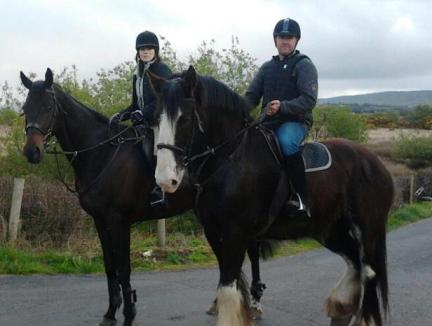 Oliver out hacking on 'Arthur' with Veronica